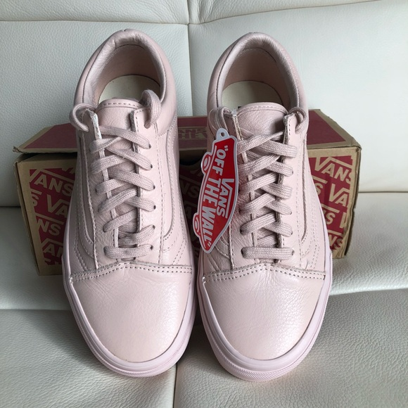 455eb13ceb Old school trainers in pastel pink mono leather